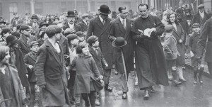 Basil Jellicoe showing his guests around the development